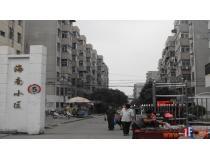 海南小区正大门,图片中可以见得,该小区已为成熟社区,门口街道生活便利店一应俱全。