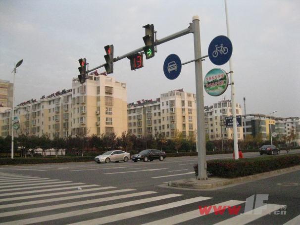 海连新天小区十字路口