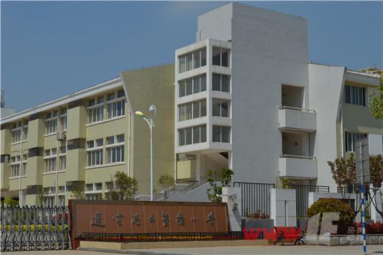 中央华府附近苍梧小学的学区