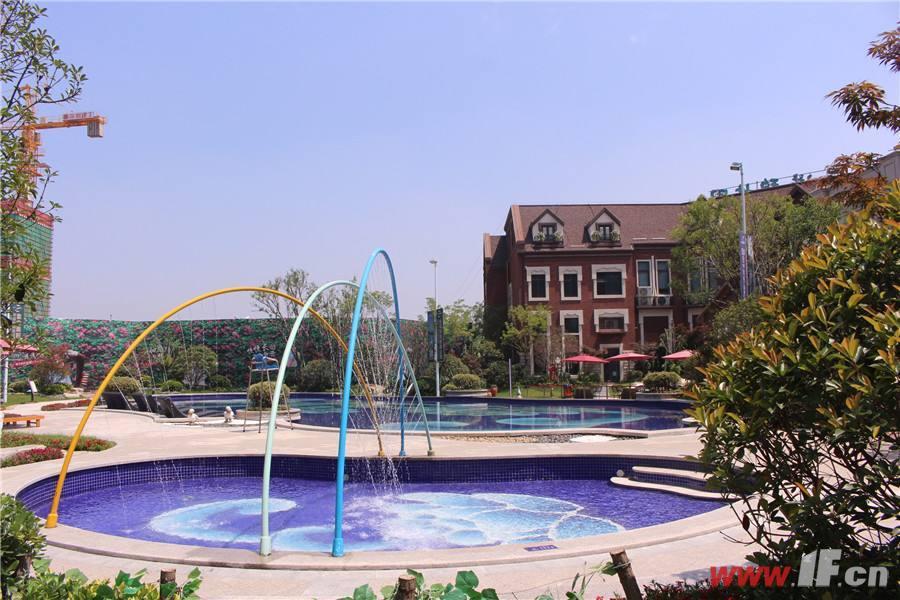 连云港碧桂园小区的室外泳池