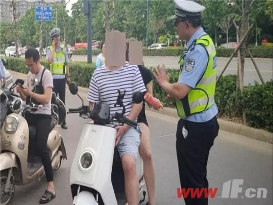 骑电动车可以带12岁以上人员吗?交警:罚-连云港房产网