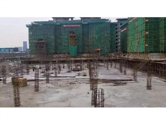 叠墅7#基础底板浇筑完成8#结构封顶