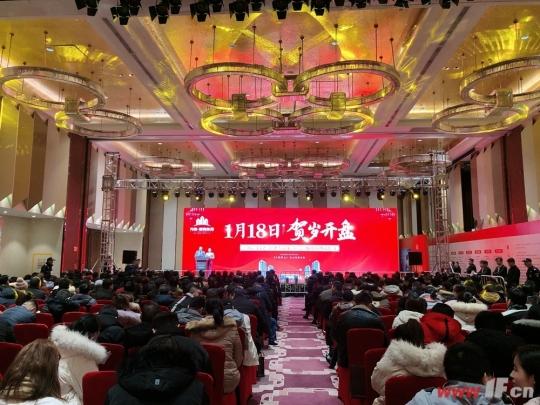 2020年1月18日,万象·新海东苑携二期新品而来,用一小时劲销八成的成绩再度定义红盘热度,喜迎2020年开门红!