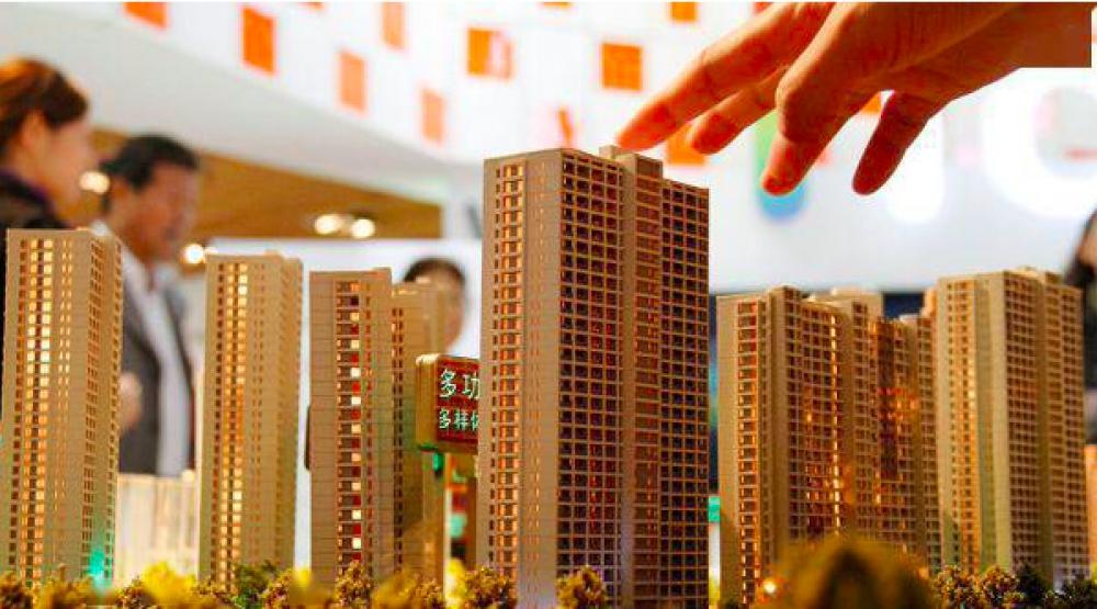 """房地产行业的""""金九银十""""没有如期到来。随着市场情绪持续走低,企稳楼市、微调""""救市""""的声音开始出现。"""