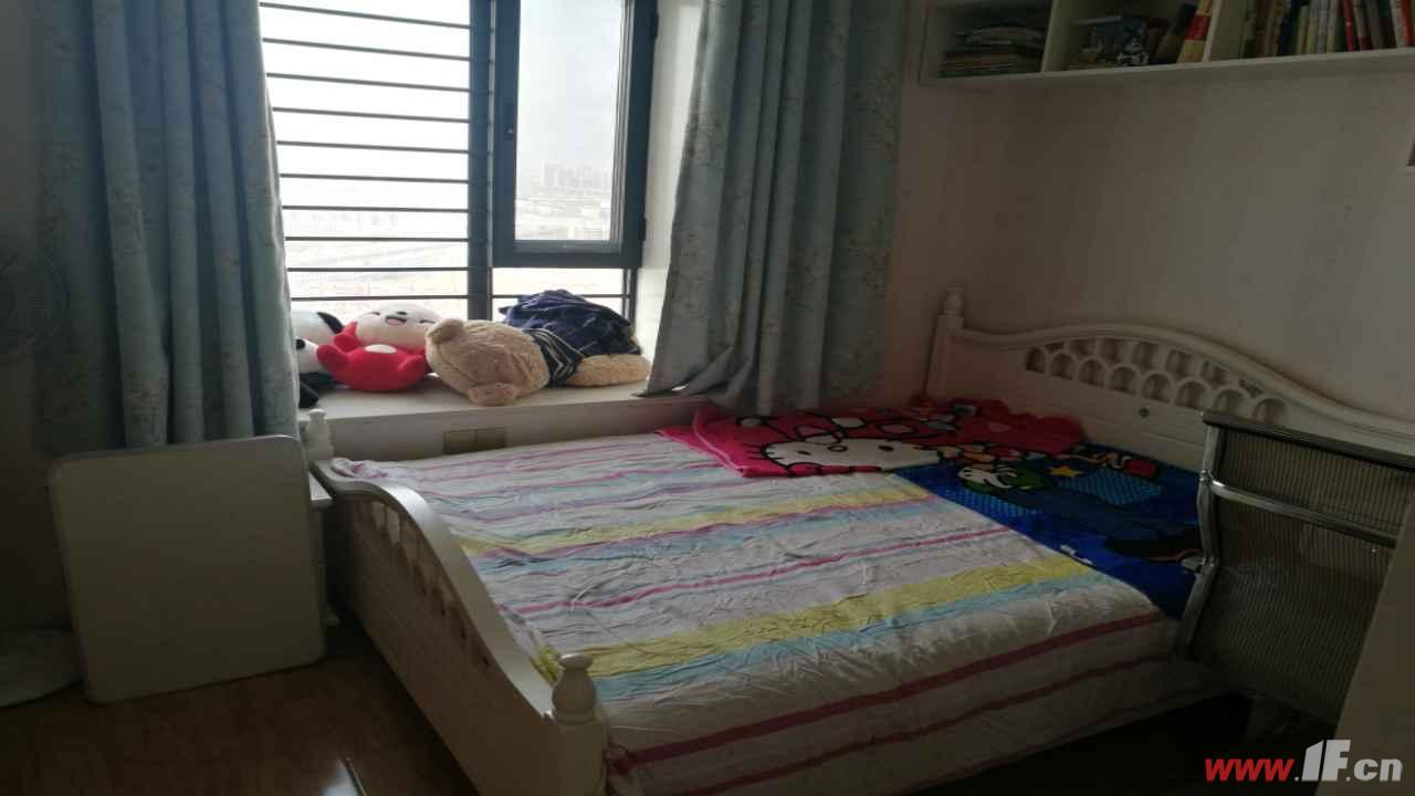 ,该房源位于博威江南明珠苑,精装修大三房,两卫,大阳台,有