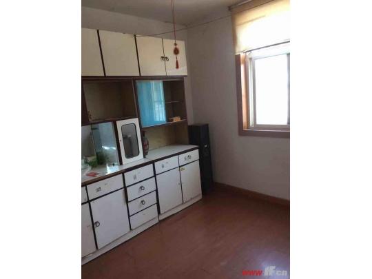 西小区两室一厅,室内有空调,冰