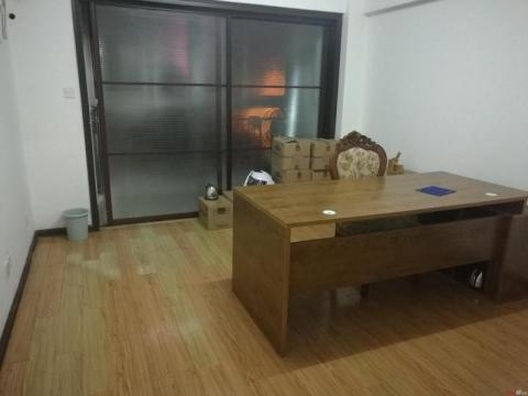 商住两用房,面积不大,但价格很合适,此房采光非常