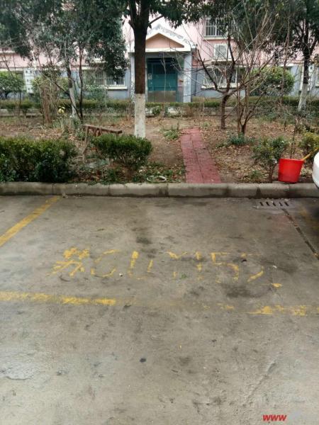 图片说明(限10个字),该房源位于新海花园,新海花园汽车库一间  1、水电齐全,可开店、住人;