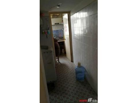 文锦小区112平三室简装房 送家具家电 送10平方储藏室。