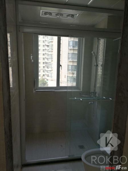 卫生间图片说明(限10个字),该房源位于恒润郁洲府,郁洲府 电梯7楼 精装3室未住 南北通透完美户型 随时看