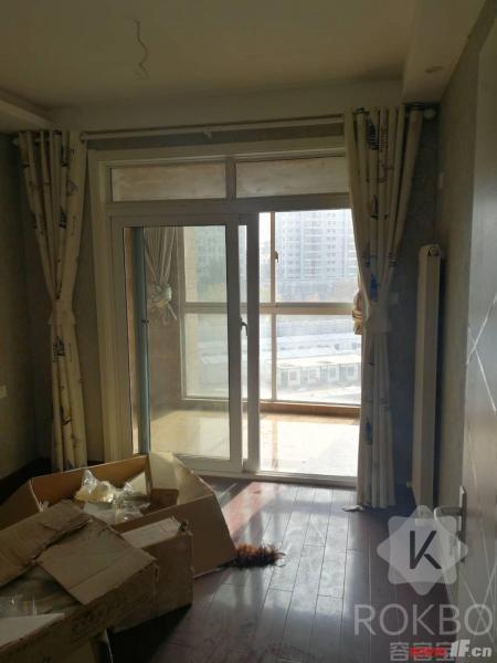 卧室图片说明(限10个字),该房源位于恒润郁洲府,郁洲府 电梯7楼 精装3室未住 南北通透完美户型 随时看