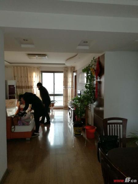 客厅图片说明(限10个字),该房源位于万润怡景苑,该房系一附小外国语学区房,交通方便,生活便利,房