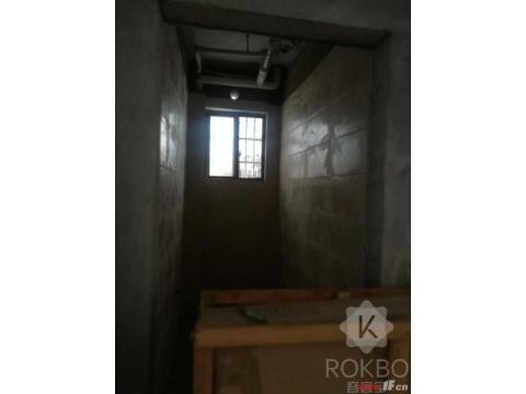 新圩村连排别墅,独家独院,房主已花4万元装修,有钥