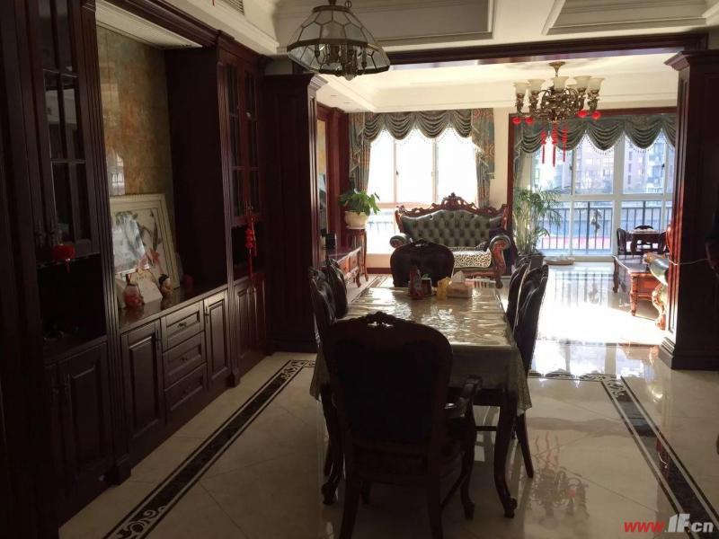客厅图片说明(限10个字),该房源位于香溢·江南,香溢江南的空中别墅,豪华装修。共三层。 送25平方车