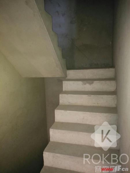 图片说明(限10个字),该房源位于福港东方塞纳,新建三院海州大高中隔壁福港东方塞纳,排屋带70平院子