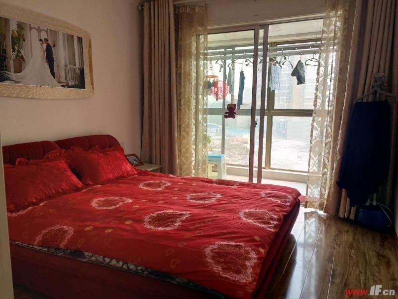 图片说明(限10个字),该房源位于泰恒华府,急售 泰恒华府 婚房装修 送家具家电 两室两厅 90平方