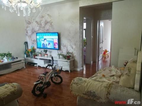 蓝天华侨城黄金地段双学区170万精装修三室二厅送家具