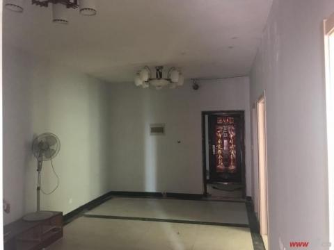 东方之珠 前无遮挡三室简装随时看房