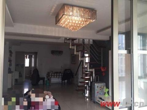 东港花园四室三厅两卫跃层送家具家电送大平台 1、户