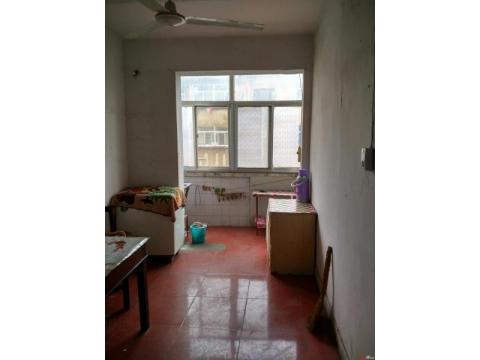 房子位于大庆西路边上,黄金三楼,三面朝阳,两室一