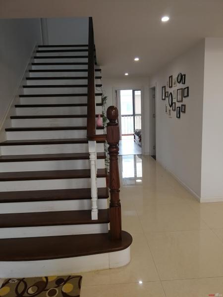 图片说明(限10个字),该房源位于嘉泰城市花园,全新精致装修,复式好房,楼上楼下层高一样,共250平