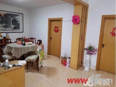 西小区富强路与大庆西路交汇路口华隆公寓单价7500,多