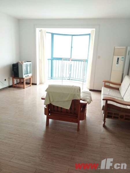 客厅图片说明(限10个字),该房源位于金鼎湾,三室两厅中装  两室朝南 采光极好 户型端正 视野开拓