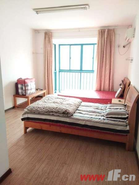 卧室图片说明(限10个字),该房源位于金鼎湾,三室两厅中装  两室朝南 采光极好 户型端正 视野开拓