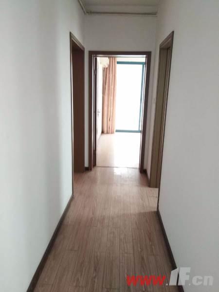 图片说明(限10个字),该房源位于金鼎湾,三室两厅中装  两室朝南 采光极好 户型端正 视野开拓