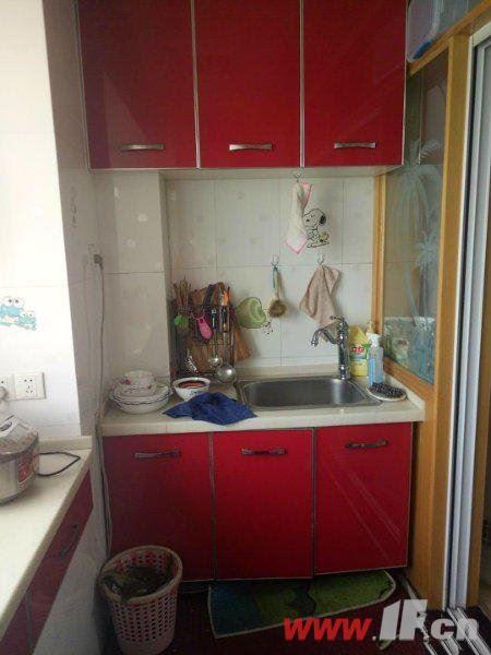 厨房图片说明(限10个字),该房源位于九龙城市乐园,九龙城市乐园  多层三室  送家具家电 拎包即住!