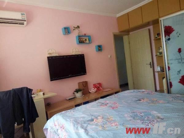 卧室图片说明(限10个字),该房源位于九龙城市乐园,九龙城市乐园  多层三室  送家具家电 拎包即住!