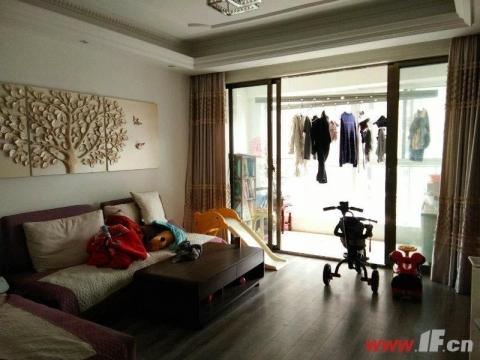 明珠皇冠对面 同科汇丰国际 比三期更便宜 精装两居室