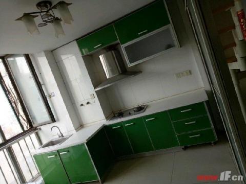 三禾城中城 实用面积100平方,精装修,送家具家电,
