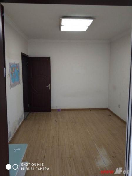,该房源位于九龙城市乐园,九龙城市乐园  小两室一楼首付18万总价低九龙城市乐园