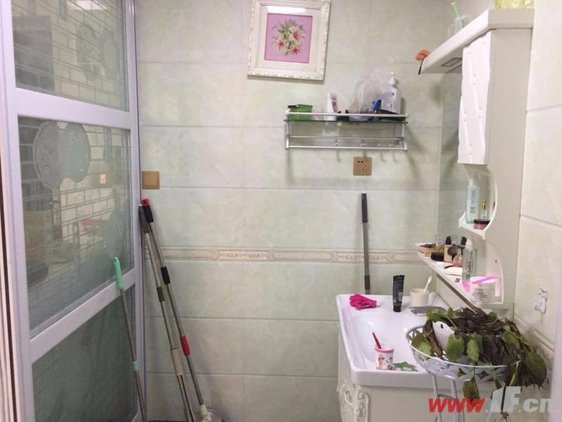 茗馨花園 去年新精裝修2房 帶閣樓送車庫近香江中