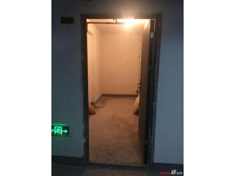 新海新区稀缺电梯多层花园洋房,产证240平方。金鹰东