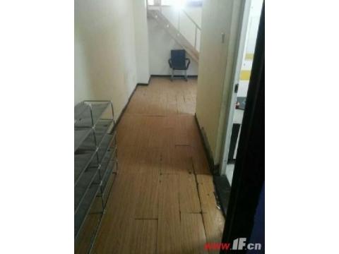 新海解放路双学 区三楼送车库131平127万 步行东街海昌路