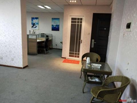 所有房间朝南,成熟办公场所,停车位充足,底层为 家