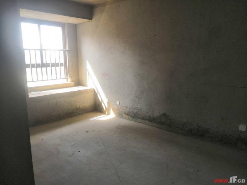 图片说明(限10个字),该房源位于星海湖壹号,星海湖壹号,送储藏间,南北通透