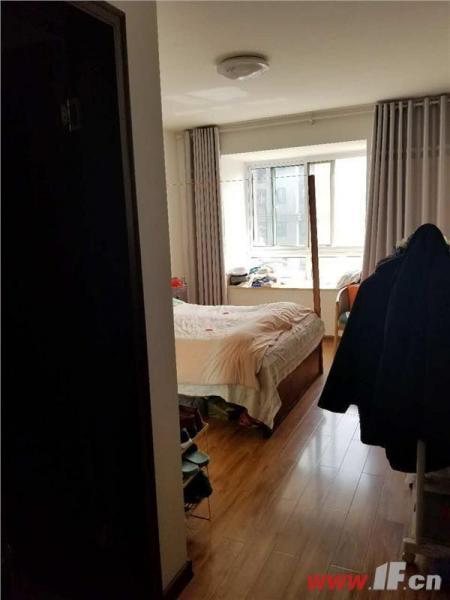图片说明(限10个字),该房源位于恒润郁洲府,大润发对面,恒润郁州府 精装三室 一附小外国语 学区