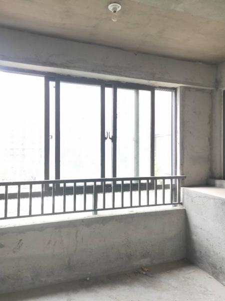 万达商圈星海湖壹号南北通透大阳台1.地段优势:优势的